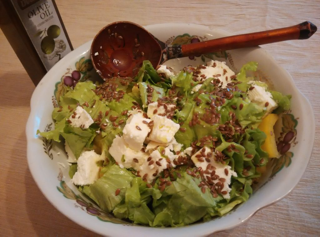Фото рецепта - Салат из овощей с брынзой - шаг 4