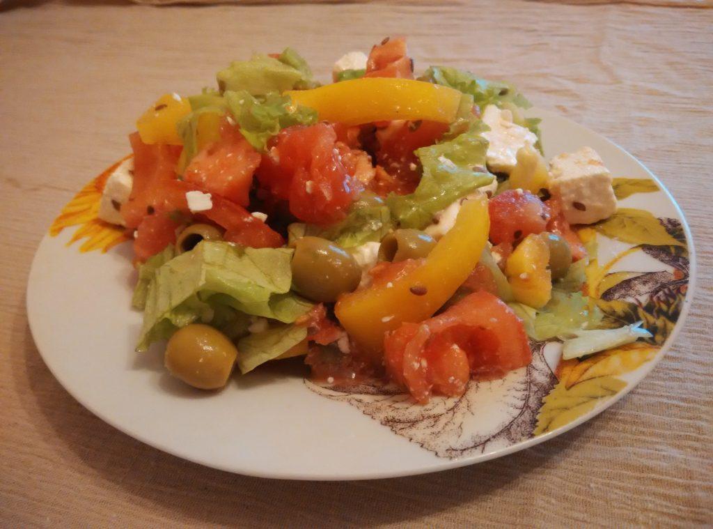 Фото рецепта - Салат из овощей с брынзой - шаг 5