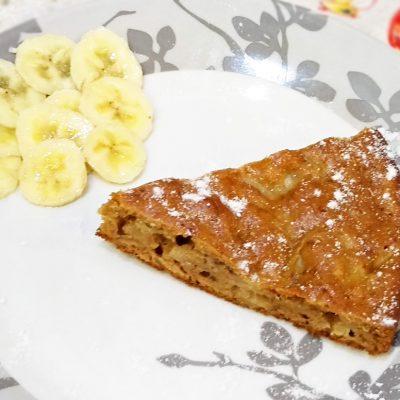 Экспресс-пирог к чаю с томлеными яблоками и бананом - рецепт с фото