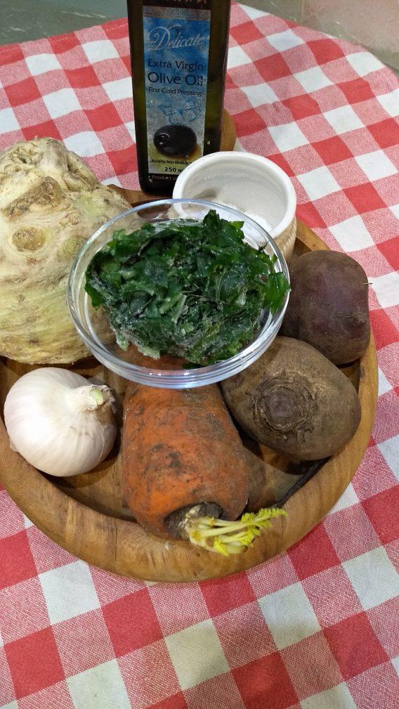 Фото рецепта - Легкий свекольный салат с сельдереем за 15 минут - шаг 1