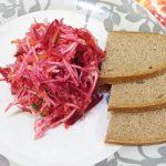 Легкий свекольный салат с сельдереем за 15 минут