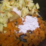 Фото рецепта - Быстрый пирог с яблоком и тыквой из слоеного теста - шаг 2