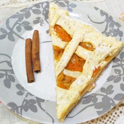 Быстрый пирог с яблоком и тыквой из слоеного теста - рецепт с фото