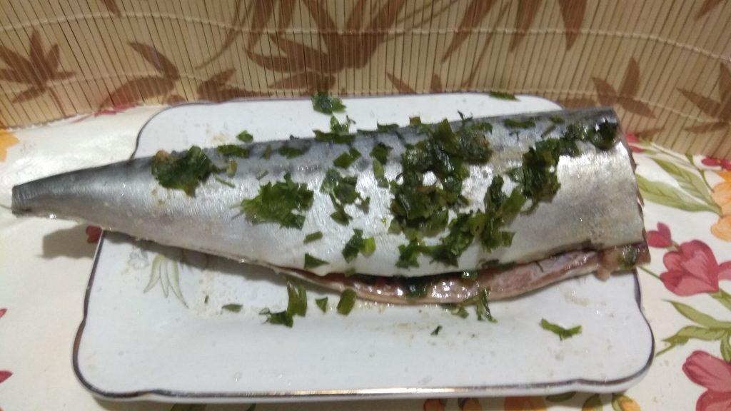 Фото рецепта - Скумбрия с имбирем на овощной подушке, в фольге - шаг 4