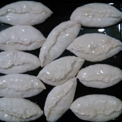 Фото рецепта - Сладкие дрожжевые пирожки с вареньем - шаг 4