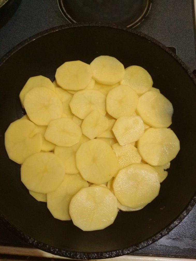 Фото рецепта - Свиные тефтели с картофелем и болгарским перцем - шаг 5