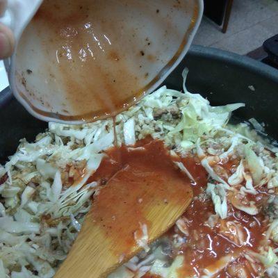 Фото рецепта - Плов с капустой и рыбными консервами - шаг 10