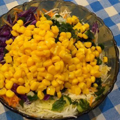 Фото рецепта - Краснокочанная капуста с кукурузой, яблоком и семенами льна - шаг 4