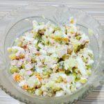 Рецепт салата «Оливье» с колбасой и огурцами