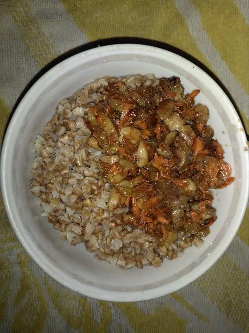 Фото рецепта - Гречневая каша с куриной поджаркой - шаг 4