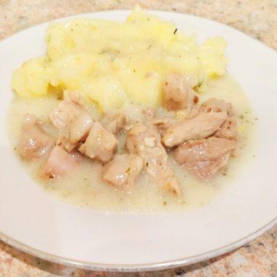 Картофельное пюре с мясом и подливой - рецепт с фото