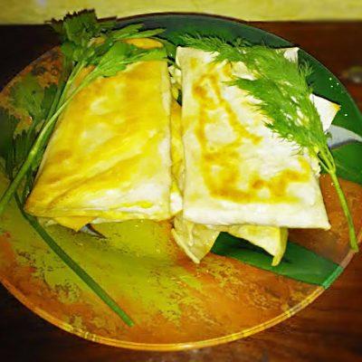 Сыр сулугуни с зеленью в жареном лаваше - рецепт с фото