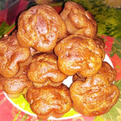 Кексы на сметане с изюмом - рецепт с фото