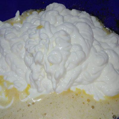 Фото рецепта - Кексы на сметане с изюмом - шаг 2