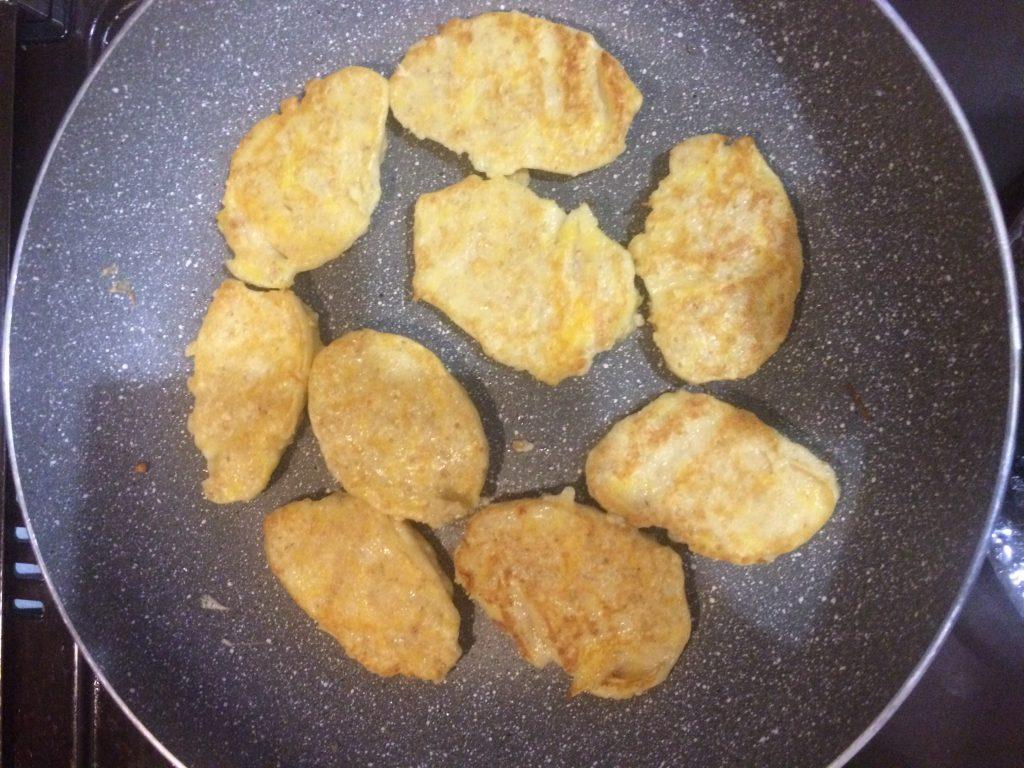 Фото рецепта - Полезные тыквенно-геркулесовые оладушки - шаг 7