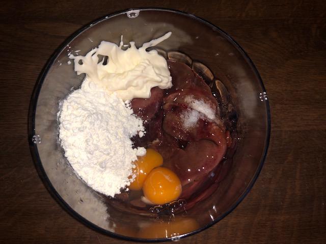 Фото рецепта - Печеночные рулетики с морковно-луковой начинкой - шаг 2