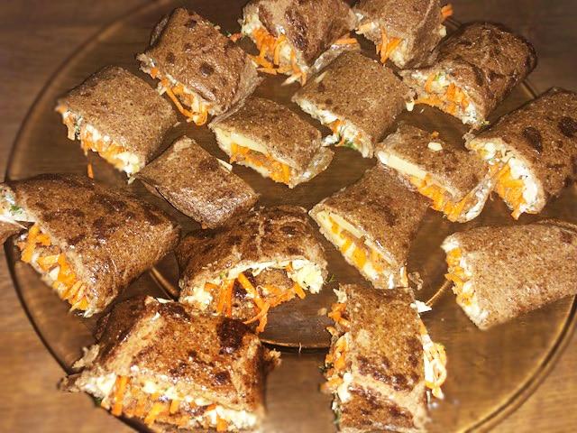 Печеночные рулетики с морковно-луковой начинкой