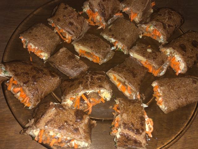 Фото рецепта - Печеночные рулетики с морковно-луковой начинкой - шаг 10