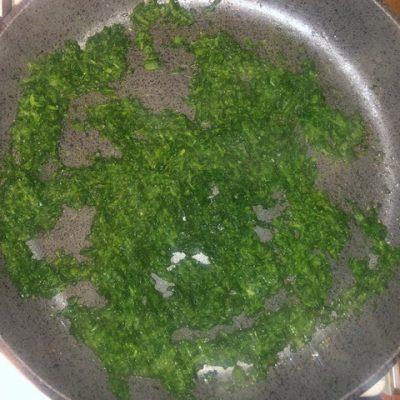 Фото рецепта - Суп со шпинатом и яйцом - шаг 6