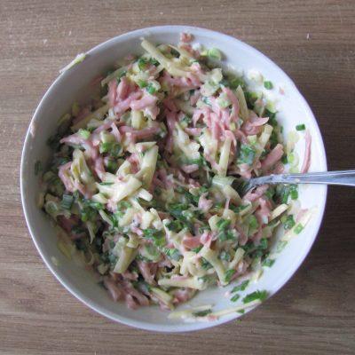 Фото рецепта - Блинчики с начинкой из яиц и колбаски - шаг 9