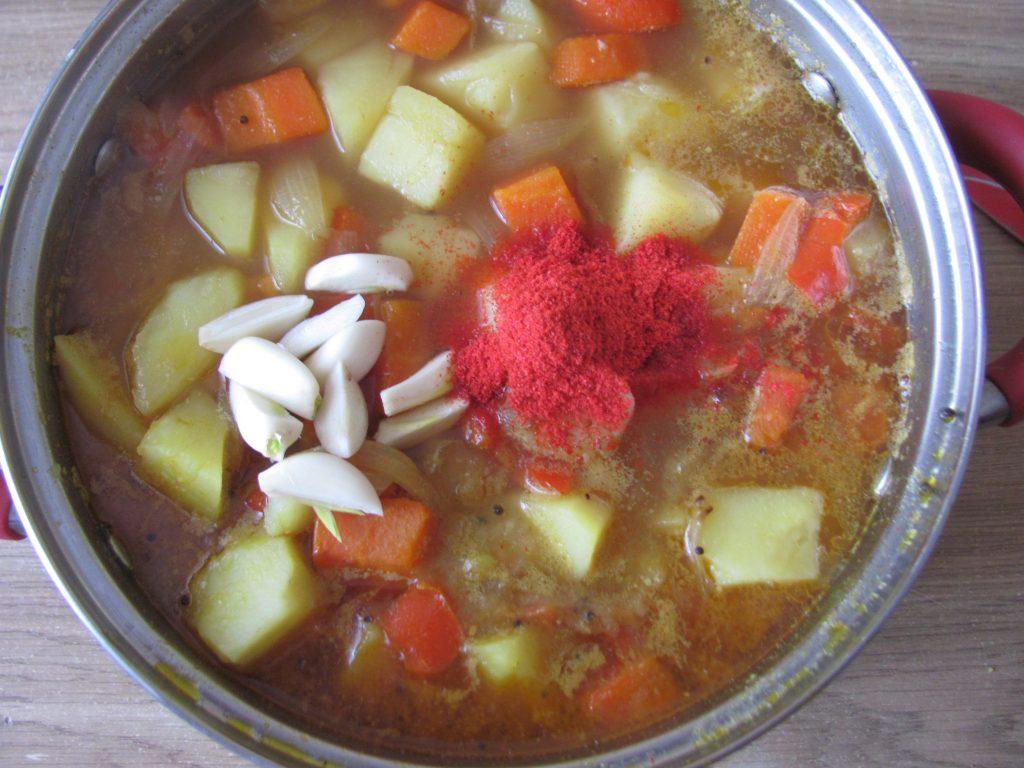 Фото рецепта - Картофель по-индийски (тушеный) - шаг 7
