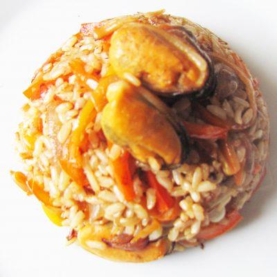 Рис с болгарским перцем и мидиями - рецепт с фото