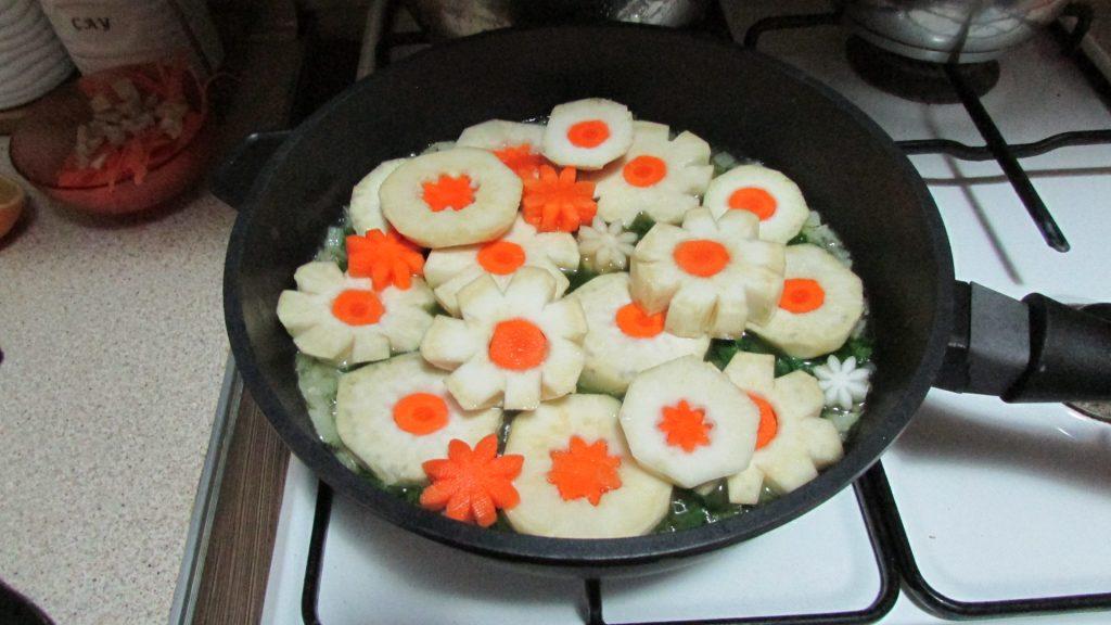 Фото рецепта - Корень сельдерея, тушенный на оливковом масле - шаг 8