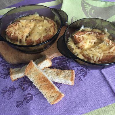 Фото рецепта - Луковый суп на белом вине - шаг 10