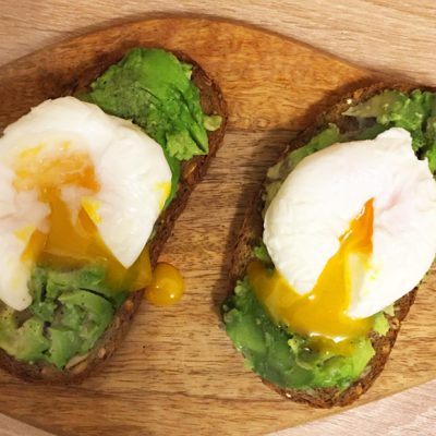 Бутерброды с авокадо и яйцом - рецепт с фото