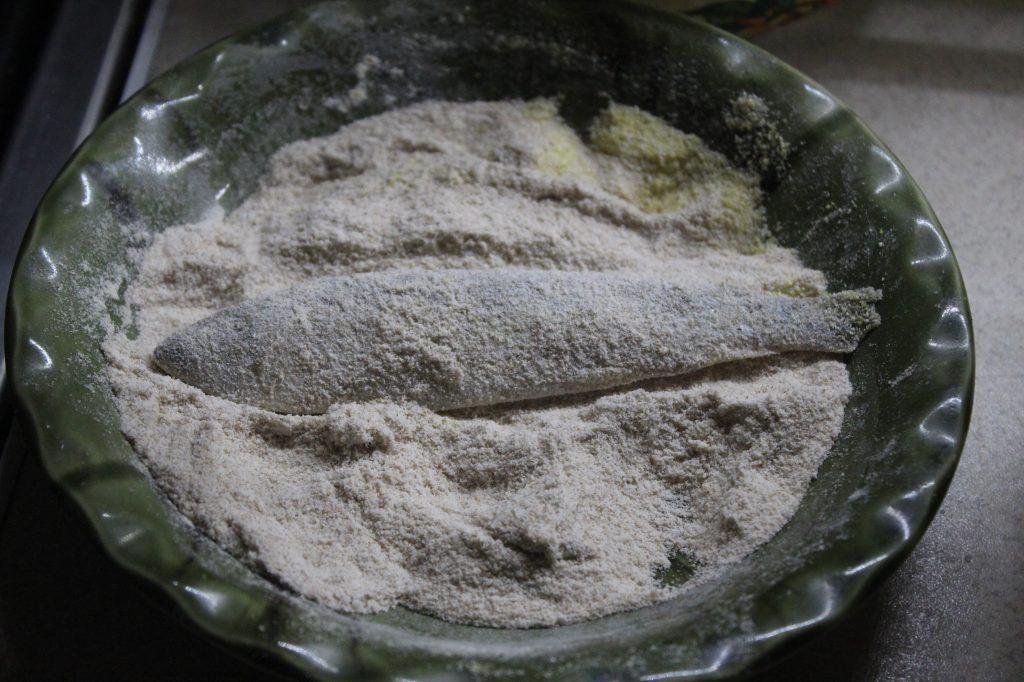 Фото рецепта - Жареная салака с лимоном - шаг 4