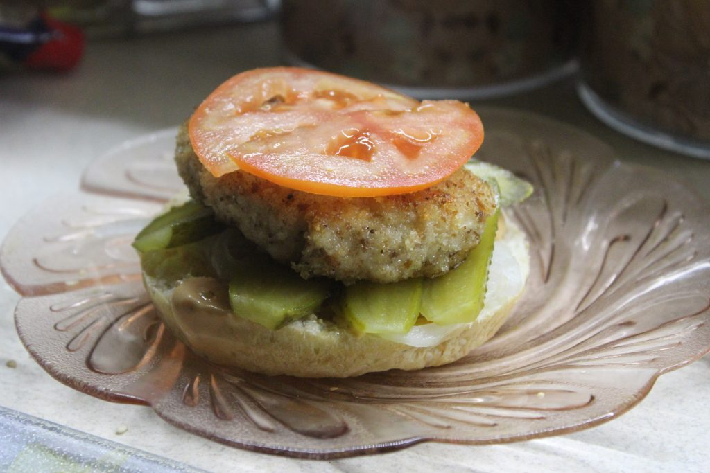 Фото рецепта - Домашний бургер с куриной котлетой - шаг 9
