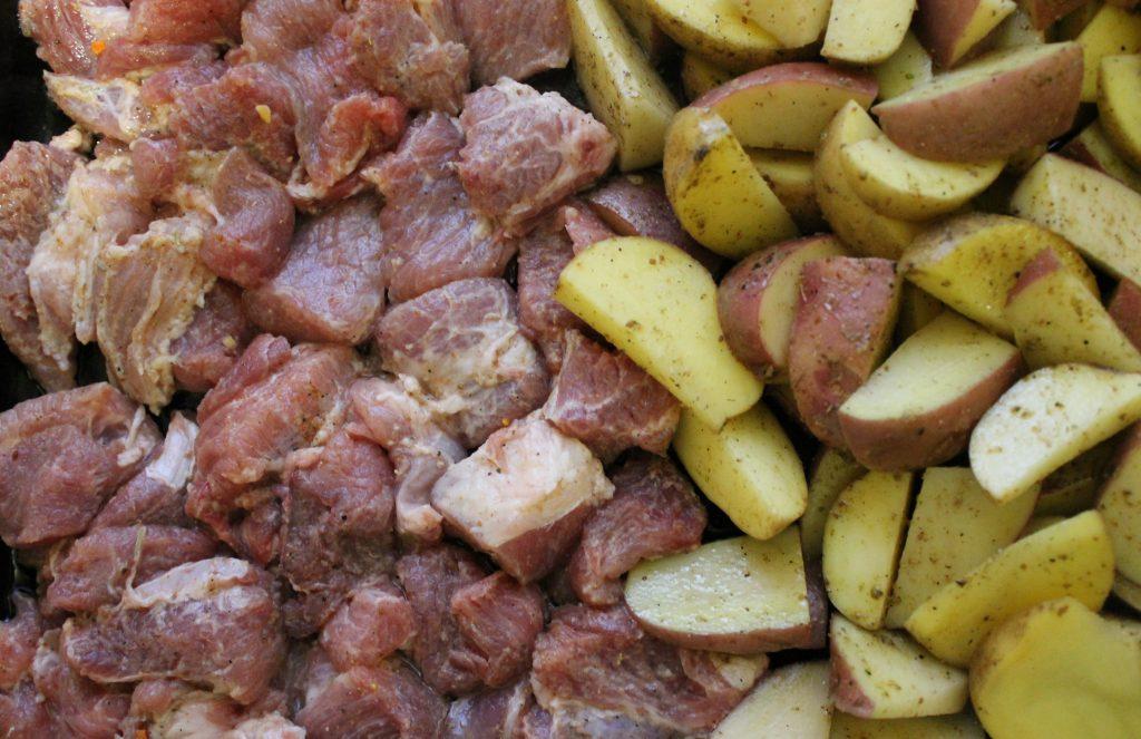 Фото рецепта - Свинина с картошкой запеченная - шаг 5