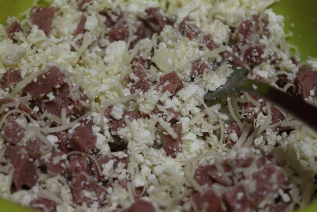 Фото рецепта - Треугольники из лаваша с творожно-сырной начинкой - шаг 3