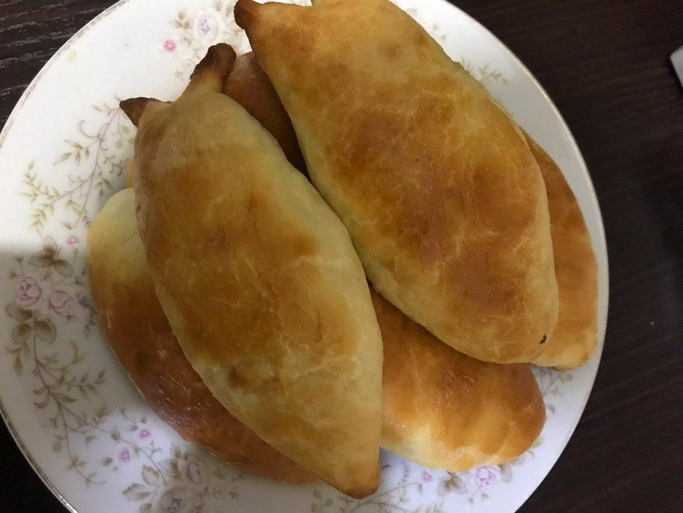 Фото рецепта - Пирожки на кефире и дрожжевом тесте, с яйцом и рисом - шаг 7