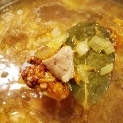 Суп с куриными бедрышками и гречкой - рецепт с фото