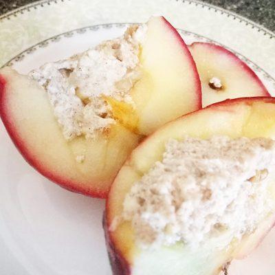 Печеные яблоки с творожно-ореховой начинкой - рецепт с фото