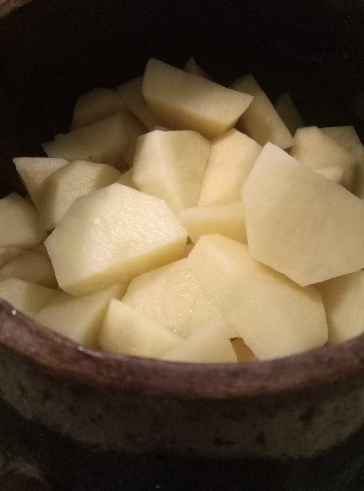Фото рецепта - Запеченая картошка с сердечками в молоке - шаг 1