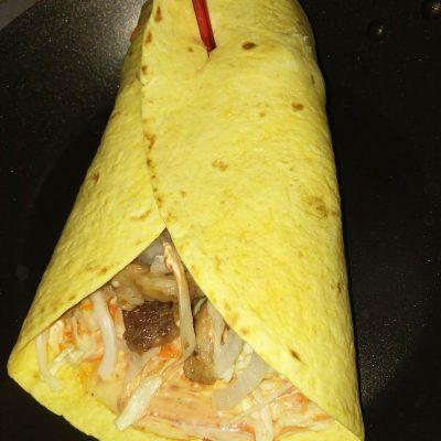 Шаурма в тартилье с мясом и овощами - рецепт с фото