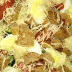 Свежий овощной салат с сухариками «Хрустинка»