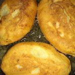 Фото рецепта - Жареные пирожки с картофелем и куриной печенью - шаг 3
