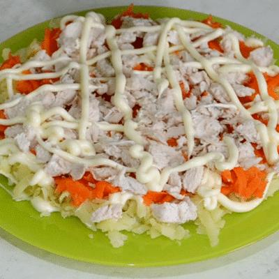 Фото рецепта - Салат «Снежные сугробы» с курицей и яйцами - шаг 10