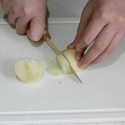Фото рецепта - Салат «Снежные сугробы» с курицей и яйцами - шаг 4