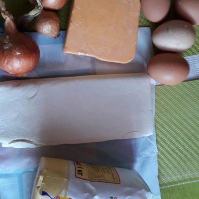 Фото рецепта - Заливной яично-луковый пирог - шаг 1
