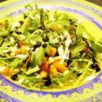 Пикантный салат из тыквы с рукколой