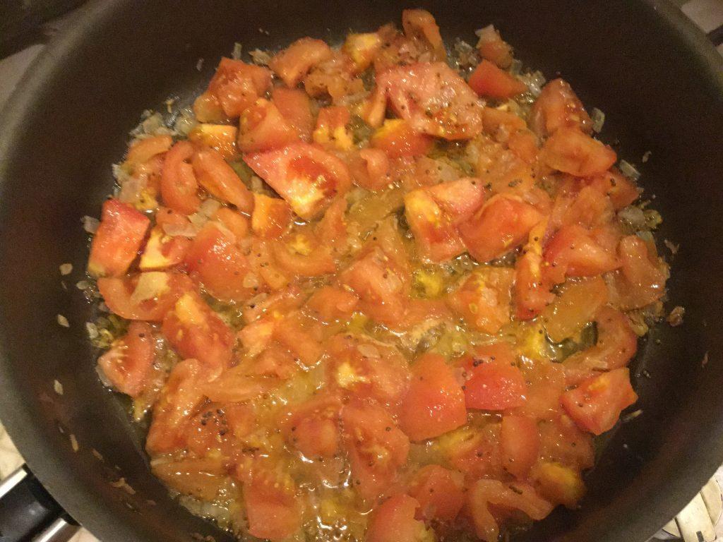 Фото рецепта - Сыр, жареный с помидорами - шаг 4