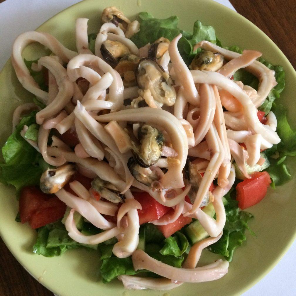 Фото рецепта - Теплый салат из морепродуктов под сливочно-апельсиновым соусом - шаг 4