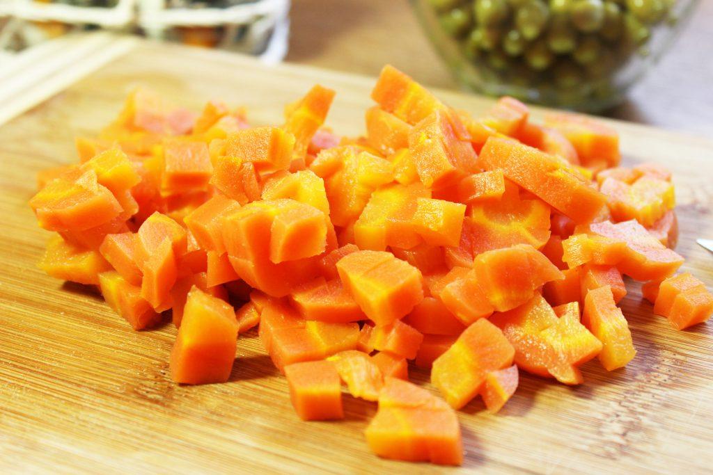 Фото рецепта - Русский салат «Оливье» с ветчиной - шаг 2