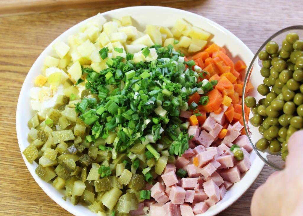 Фото рецепта - Русский салат «Оливье» с ветчиной - шаг 6