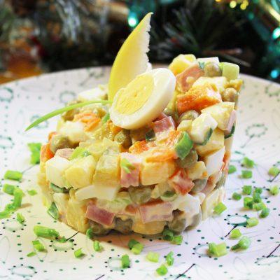 Русский салат «Оливье» с ветчиной - рецепт с фото