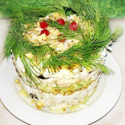 Куриный салат «Нежность» с черносливом - рецепт с фото